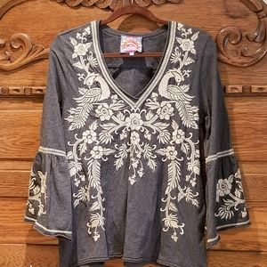 Bell sleeved embroidered Johnny Was top